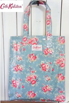 Love my Cath Kidston bags. Cath Kidston Patterns, Cath Kidston Bags, Floral Bags, Floral Fabric, Diy Clutch, Oilcloth, Cloth Bags, Bag Making, Purses And Bags