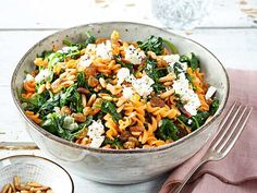 Our popular recipe for red lentil noodles with spinach and feta and more than other free recipes on LECKER. Our popular recipe for red lentil noodles with spinach and feta and more than other free recipes on LECKER. Clean Eating Shrimp, Clean Eating Soup, Clean Eating Recipes, Healthy Low Carb Dinners, Healthy Pastas, Healthy Recipes, Free Recipes, Shrimp Recipes Easy, Pasta Recipes