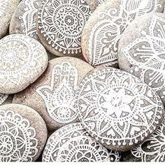 Mandala stencils. Soy candles . How to use mandala stencils. chalk stencil. how to draw mandalas.