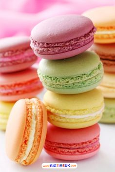 """Como fazer o famoso """"macaron"""" francês, um doce delicioso que não tem nada a ver com macarrão ;)"""