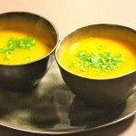 Soup of yellow pepper, ginger, turmeric and curry - Besbelli Pureed Food Recipes, Soup Recipes, Cooking Recipes, Healthy Recipes, Easy Cooking, Healthy Cooking, Deli Food, Snacks Für Party, Happy Foods