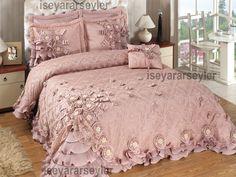Twin Bed Sets With Comforter Guest Bedroom Decor, Wood Bedroom, Bedroom Green, Master Bedroom Design, Bedroom Colors, Bedroom Ideas, Bed Cover Design, Bed Design, Designer Bed Sheets