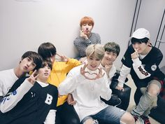 Jungkook looks so uncomfortable and Taehyung what are you doing?? Lol