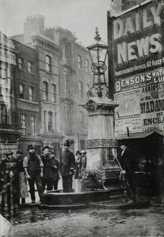 Victorian London inspiration: the Aldgate Pump, 1880 (Museum of London Prints) Victorian Street, Victorian Life, Victorian London, Vintage London, Victorian History, Tudor History, London Pictures, London Photos, Old Pictures