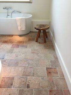 Oude terracotta rosa Foyer and Entryway Ideas Oude rosa terracotta Bathroom Flooring, Kitchen Flooring, Bathroom Wall, Small Bathroom, Kitchen Tiles, White Bathroom, Bathroom Lighting, Terracotta Floor, Brick Flooring