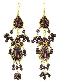 Ancient Roman. Gold chandelier earrings with original garnet beads. 100 AD