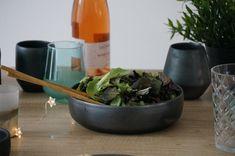 Salad Bowls, Home Deco, Ceramics, Black, Ceramica, Pottery, Black People, Home_decor, Ceramic Art