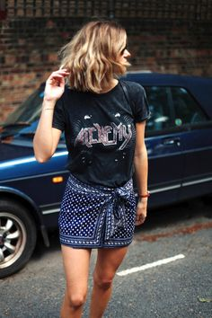 A Fresh Way To Wear A Vintage Band Tee For Summer | Le Fashion | Bloglovin'
