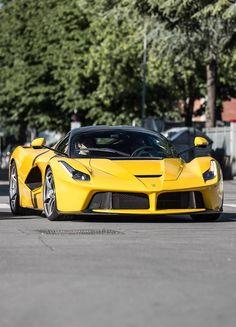 Ferrari Laferrari.Luxury, amazing, fast, dream, beautiful,awesome, expensive, exclusive car. Coche negro lujoso, increible, rápido, guapo, fantástico, caro, exclusivo.