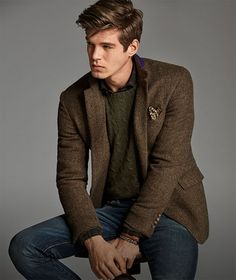 Ralph Lauren fall combo inspiration with a brown herringbone blazer brown patterned silk pocket square green cable knit sweater dark was denim wrist accessory. Blazer Outfits Men, Blazer Jeans, Mens Fashion Blazer, Fall Outfits, Brown Blazer, Fashion Men, Urban Fashion, Tweed Jacket Men, Tweed Men