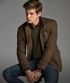 Man models tweed jacket, green cable-knit sweater   jean Veste Tweed Homme, 7f76a1fd9966