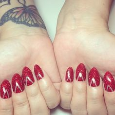 Sweet I want red colored claw nails as well.