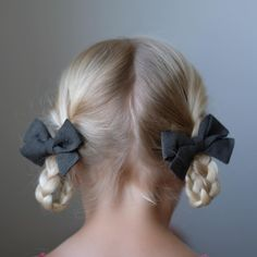Easy hairstyles that don't look easy are our favorite kind ☺️These Braided Loop Pigtails fit the bill. We linked to the tutorial on our blog. Just click the link in our profile to learn how to do them yourself! // featuring our Olive Classic Bows pigtail set