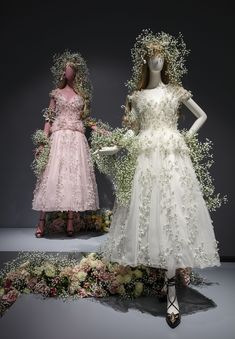 Rodarte Retrospective Exhibit Opens at National Museum of Women in the Arts. Ninety complete looks from Rodarte's 13 years in business highlight . Bridesmaid Skirts, Wedding Dresses, Sparkly Outfits, Floral Fashion, Fashion Design, Peacock Wedding, Hair Designs, Costume Design, Runway Fashion