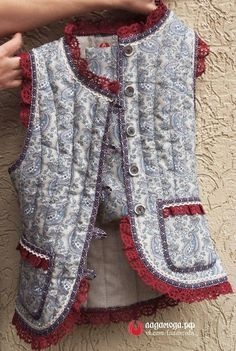 Short jacket and vest Indian Fashion, Boho Fashion, Kids Fashion, Womens Fashion, Fashion Trends, Bohemian Mode, Kurti Designs Party Wear, Mode Outfits, Quilted Jacket