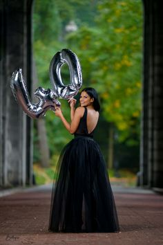 Photography Pics, Birthday Photography, Couple Photography Poses, 40th Birthday Celebration Ideas, Girl Birthday Decorations, Cute Birthday Pictures, Birthday Outfit For Women, Glam Photoshoot, 40 Birthday