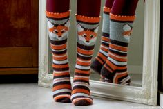 Crochet Fox, Crochet Socks, Knitted Slippers, Knit Mittens, Knitting Socks, Hand Knitting, Knitting Patterns, Fox Socks, Colorful Socks