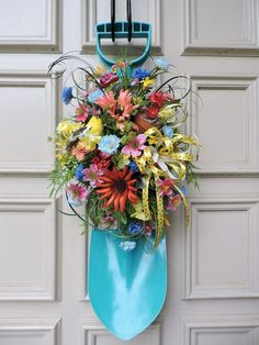 60 Favorite Spring Wreaths for Front Door Design Ideas And Decor 16 Spring Front Door Wreaths, Holiday Wreaths, Mesh Wreaths, Spring Wreaths For Front Door Diy, Yarn Wreaths, Winter Wreaths, Floral Wreaths, Burlap Wreaths, Front Door Design