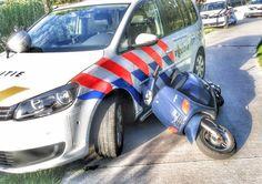 Vrijdagavond 4 augustus jl. heeft de politie van Nieuwegein rond 19.15 uur een scooterrijder aangehouden. Om te ontsnappen aan de politie haalde de bestuurder levensgevaarlijke manoeuvres uit en negeerde alle stoptekens. Dit deed hij door roekeloos over over fietspaden te rijden waardoor hij zowel de politie als passanten in gevaar bracht. De politie heeft de bestuurder nabij Sportpark Parkhout weten...