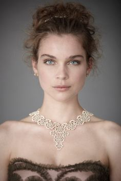 What a gorgeous, delicate necklace.