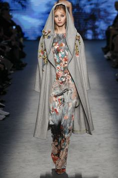 wood princess flowers gray hood coat See the complete Alberta Ferretti Fall 2016 Ready-to-Wear collection.