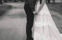 Wedding First Look, Wedding Day, Lifestyle Photography, Wedding Photography, Bride Book, Bridal Gowns, Wedding Dresses, Photo Black, Black And White Photography