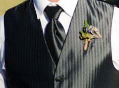 Succulent and turkey feathers boutonniere. #floraldesign www.floraldesign.me #succulents