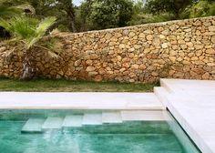 Roz Barr's modern pool house in the Sierra Nevada