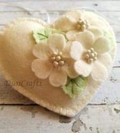 Items similar to Pastel pink Wedding Favors, White Floral Heart ornament, Wedding day decor, Small Wedding gift, Felt White Heart ornament on Etsy Felt Flowers, Fabric Flowers, Ornament Wedding Favors, Pastel Pink Weddings, Felt Decorations, Wedding Decorations, Wedding Ideas, Felt Christmas Ornaments, Felt Patterns