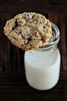 Oatmeal Cranberry Raisinet Cookies: gonna make these today, if I can find the time and energy