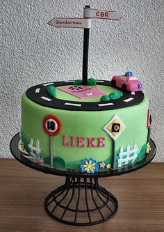 18th Birthday means: driving lessons & entitled to vote. Cake for my daughter by me (© www.pinterest.com/jeetjepin)