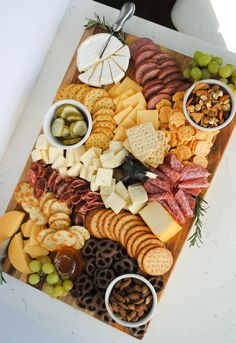 Charcuterie Recipes, Charcuterie And Cheese Board, Meat And Cheese Tray, Wine Cheese, Yogurt Covered Pretzels, Fig Spread, Party Trays, Roasted Almonds, Wine Parties