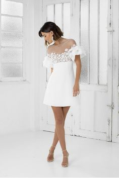 Advantages and Disadvantages of Short Wedding Dresses Short Wedding Dress Have you noticed that short bridal dresses become more and more popular? Today, almost every wedding dress designer has some dresses of short length. Civil Wedding Dresses, Colored Wedding Dresses, Bridal Dresses, Bridesmaid Dresses, Chic Dress, Lace Dress, Shower Dress For Bride, Rehearsal Dinner Outfits, White Rehearsal Dinner Dress