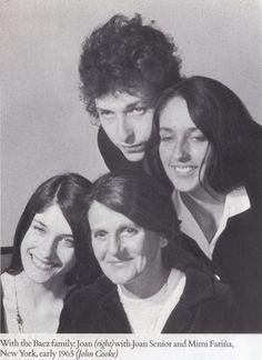 Joan Báez, Mimi Fariña, Bob Dylan, and Joan Báez
