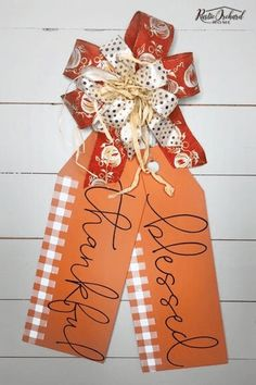 Learn to make DIY Wooden Tags for all seasons. These fall wooden tags are a great DIY farmhouse home decor idea. Learn to make DIY Wooden Tags for all seasons. These fall wooden tags are a great DIY farmhouse home decor idea. Diy Home Decor On A Budget, Fall Home Decor, Diy Projects To Sell, Fall Projects, Wood Tags, Fall Diy, Wooden Diy, Wooden Signs, Fall Crafts