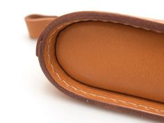 Leather, bags etc. Pen Case, Leather Design, Saddle Bags, Leather Bags, Craftsman, Leather Crafts, Image, Purse, Make Up Cases