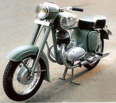 Yezdi (Jawa) Model B 350. Made in India. 350cc Twin Two-Stroke engine.