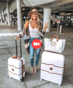 Travel outfit, airport style, white matching luggage and travel look ideas // comfy fall cardigan travel airport outfit … - Top Trends Fall Winter Outfits, Autumn Winter Fashion, Summer Outfits, Casual Date Night Outfit Summer, Fall Fashion, Vegas Fashion, Fall Outfits 2018, Spring Outfits Women, Warm Weather Outfits