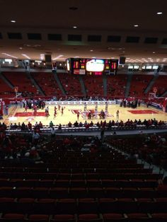 UH vs Temple at the Hof. @KPRCNickG will have more at 5 on @KPRCLocal2 #uh @UHCougarMBK