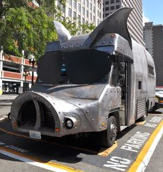 Check out one food truck in Seattle that is turning heads. Maximus/Minimus is tearing up the roads in a pig-shaped food truck. Read an interview with the owners!