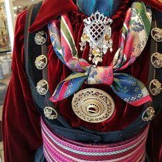 "Ingebjørg Almankås AS on Instagram: ""Silkefløyel med silketørkler og lekre søljer frå @huldresølv og Gunhild Astrid Evju 😍😍 #almankas #almankås #mintelemarksbunad #beltestakk…"" Folk Costume, Costumes, Folklore, Alexander Mcqueen Scarf, Fashion, Moda, Dress Up Clothes, Fashion Styles, Fancy Dress"