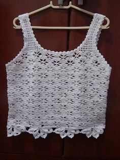 This Pin was discovered by Aur T-shirt Au Crochet, Crochet Bolero, Bikini Crochet, Pull Crochet, Crochet Hood, Gilet Crochet, Mode Crochet, Crochet Shirt, Crochet Crop Top