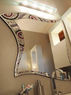 Specchio a mosaico. Stained Glass Mirror, Mirror Mosaic, Stained Glass Designs, Mirror Art, Mosaic Designs, Mosaic Patterns, Mosaic Art, Mosaic Glass, Mosaic Tiles