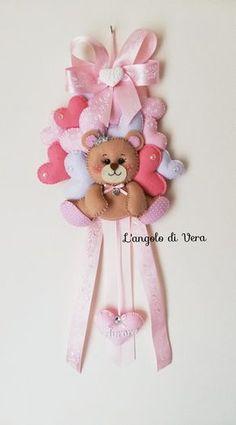 Baby Crafts, Felt Crafts, Diy And Crafts, Felt Ornaments Patterns, Bear Felt, Felt Wall Hanging, Diy Banner, Baby Room Decor, Cool Walls