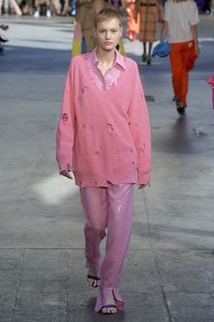See all the looks from the collection. Runway Fashion, Fashion News, High Fashion, Msgm, Tapestry Floral, Spring, Collection, Tops, Women
