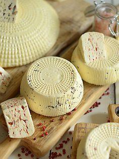 Ser dojrzewający podpuszczkowy - lepszy niż ser koryciński :) How To Make Cheese, Food To Make, Healthy Dishes, Healthy Recipes, Queso Cheese, Tomato And Cheese, Romanian Food, Yummy Mummy, Polish Recipes