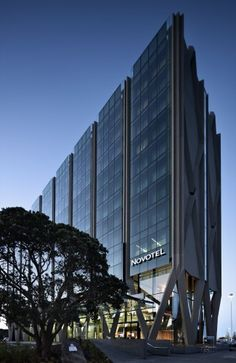 hotel architecture Novotel Auckland Airport Hotel, New Zealand - design by Warren and Mahoney Hotel Design Architecture, New Zealand Architecture, Architecture Awards, Commercial Architecture, Facade Architecture, Amazing Architecture, Design Hotel, Online Architecture, Arch Hotel