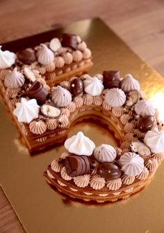 Number Cake, chocolat Tanariva Kinder – Boubou CO… Number Birthday Cakes, Number Cakes, Cake Decorating Techniques, Cake Decorating Tips, Cute Cakes, Yummy Cakes, Alphabet Cake, Cake Lettering, Party Food Platters