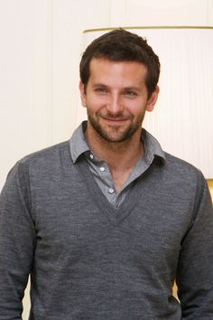 bradley cooper - freaking hot- and stylin! Bradley Cooper, Beautiful Men, Beautiful People, Hello Gorgeous, Scruffy Men, Famous Men, Famous People, Celebs, Celebrities