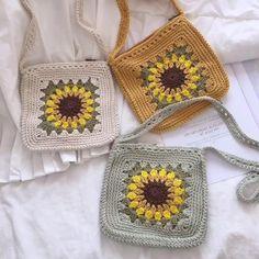 Crochet Daisy, Mode Crochet, Crochet Sunflower, Crochet Motif, Crochet Designs, Crochet Flowers, Crochet Stitches, Crochet Square Patterns, Crochet Squares